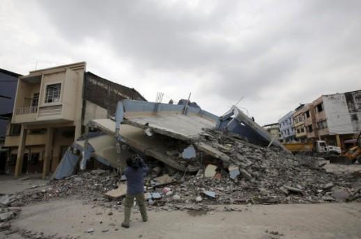 Broj-zrtava-potresa-u-Ekvadoru-narastao-na-350-spasilacke-ekipe-i-dalje-tragaju-za-prezivjelima_ca_large
